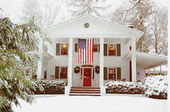 Colonial Pines Inn Bed and Breakfast: Winter at the Inn