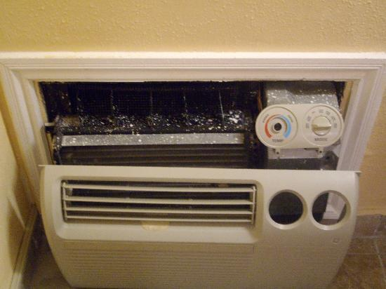 Abby's Anaheimer Inn: the messed up air conditioner!