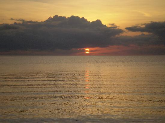 Punta Gorda, Belice: Day Break at Beya Suites; simply beautiful.