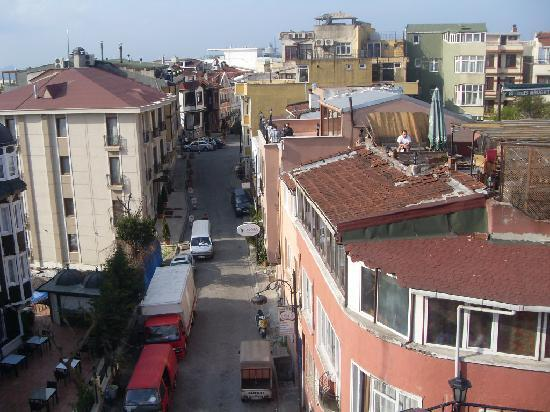 Osmanhan Hotel: View down the street