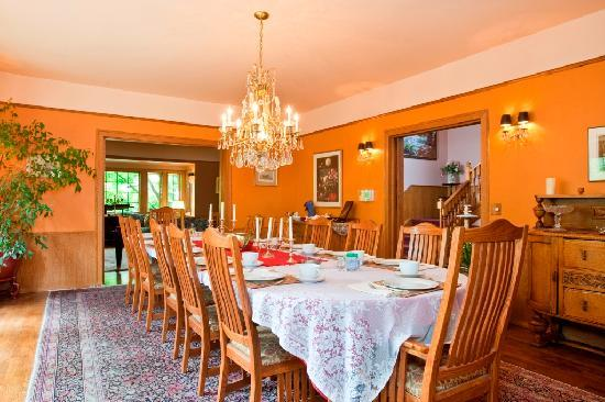 Bacon Mansion: Dining Room