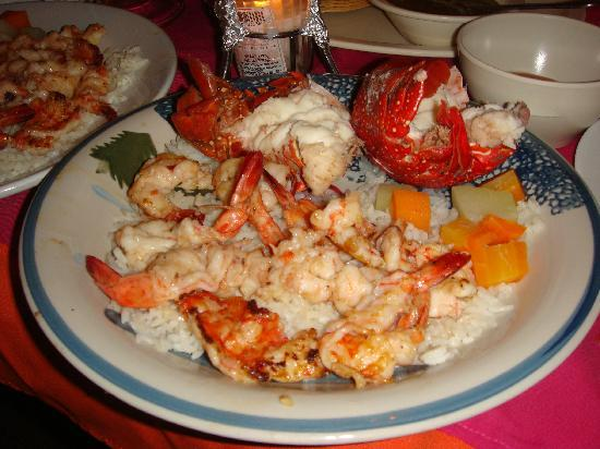 shrimp and lobster pla...