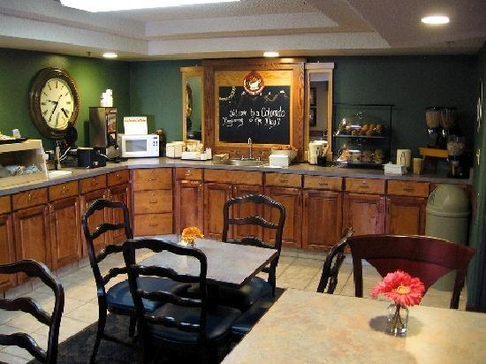 AmericInn Lodge & Suites Ft. Collins South: Breakfast Area
