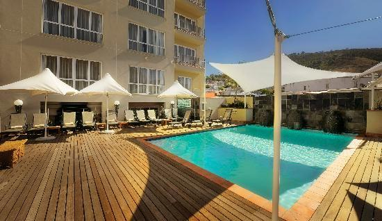 Hilton Cape Town City Centre: Pool Area