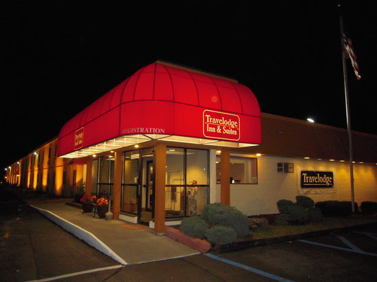 Travelodge Inn & Suites Albany: Exterior