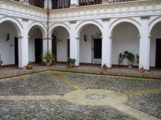 Popayan, Colombia: Patio del Museo Arquidiocesano de arte religioso