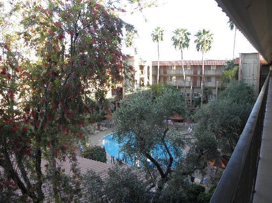 Embassy Suites Phoenix Airport at 24th Street: coure intérieure