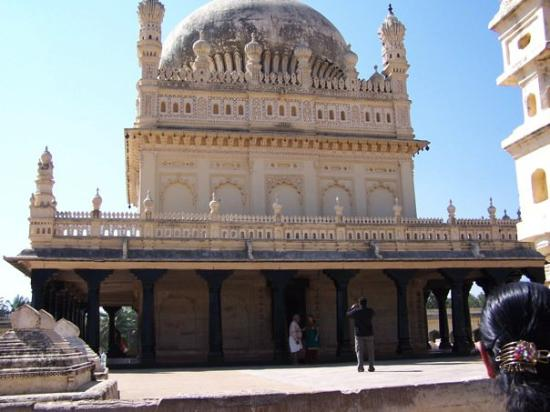 mysore muslim Tipu sultan, the ruler of mysore, had been everyone's icon the recent efforts of the hindu right to project him as a muslim bigot show that their political stakes in him have changed.