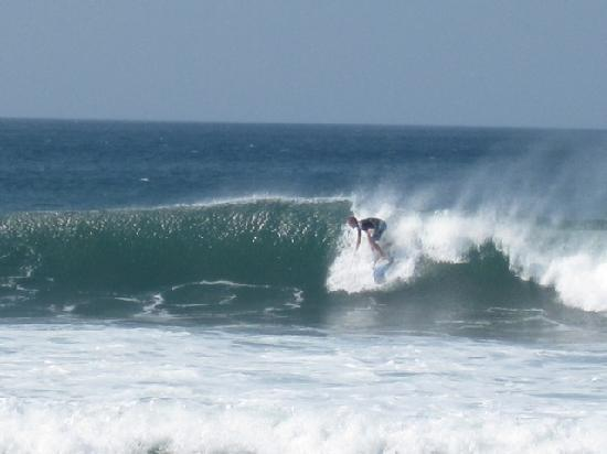 Las Plumerias Lodge and Surf: Casey on a wave on boat trip