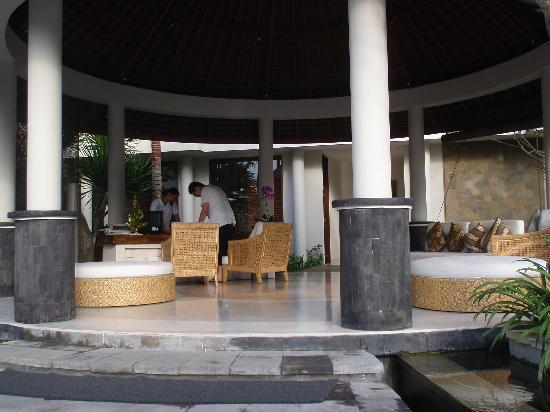 The Akasha Villas: the lobby