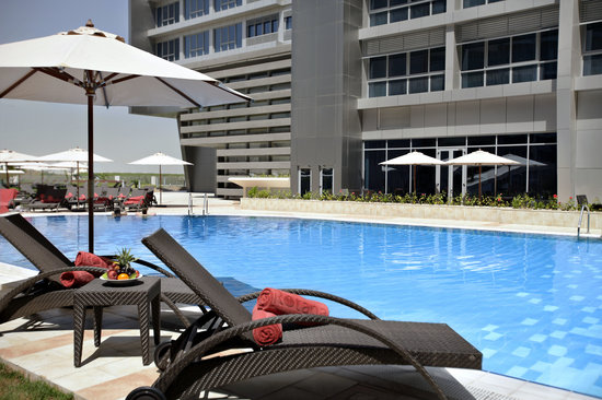 Park Rotana Abu Dhabi: Outside Padding Pool