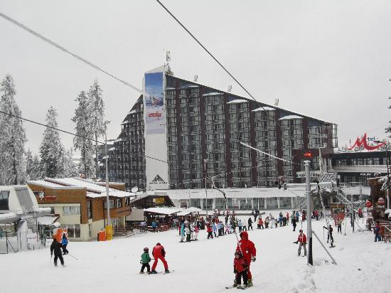 Borovets, Bulgarie : Hotel from the slopes