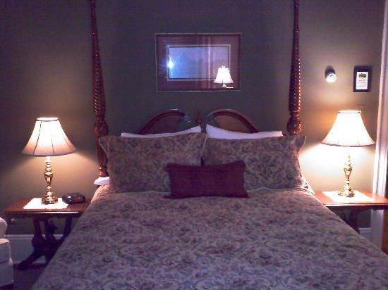 The Collins House Inn: The George, my favorite room