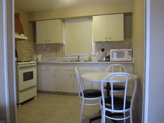 Wellington Motel: Kitchen suite