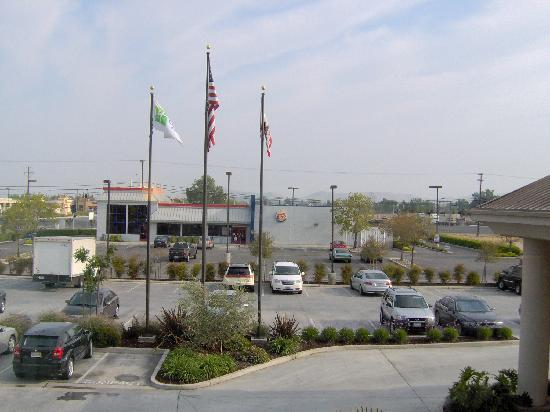 Holiday Inn Express Hotel & Suites Porterville: Looking out our window.