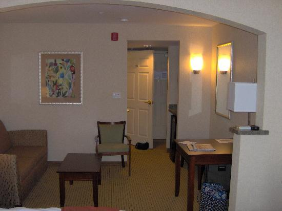 Holiday Inn Express Hotel &amp; Suites Porterville: Nice large suite.