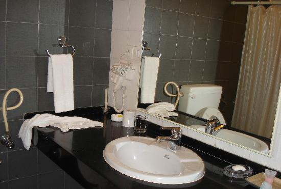 Park Central comfort-e-suites: Bathroom