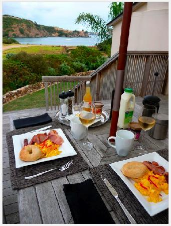 Owhanake Bay Estate: The breakfast delivered to the deck - and the view!
