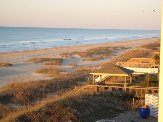 Ocean Isle Beach, Caroline du Nord : Sunrise scene outside our room 