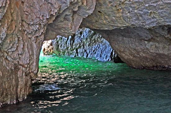 http://media-cdn.tripadvisor.com/media/photo-s/01/7f/0f/28/blue-grotto-entrance.jpg