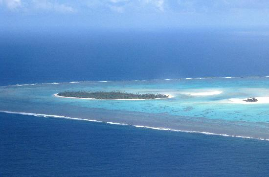 Dorothy's Muri Beach Bungalows: Aitutaki lagoon from the air