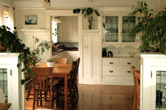 Clinton Street Guesthouse: Dining Room