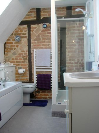 The Old Stables B&B: and the bath/shower room