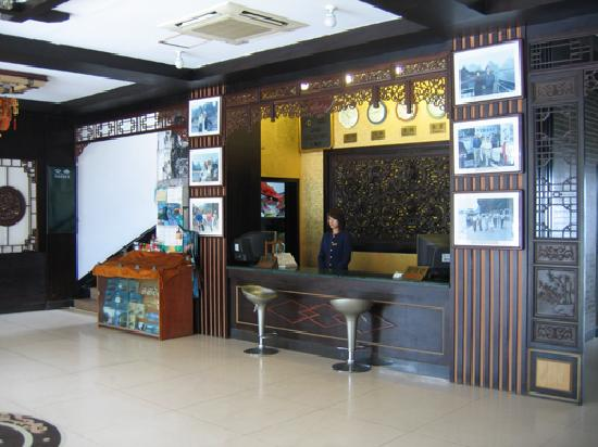 Li River Hotel (Decui Road): The front desk
