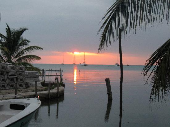 Caye Caulker Plaza Hotel: Sun set at Caye Caulker