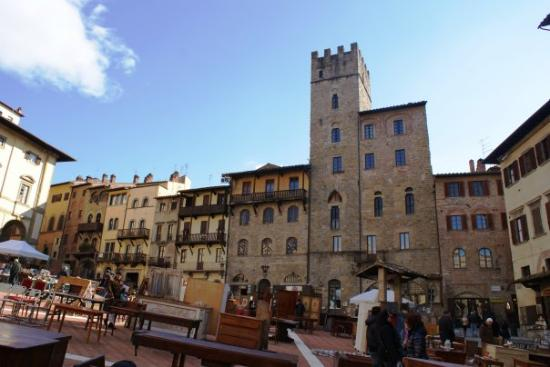 Arezzo - la piazza pendete
