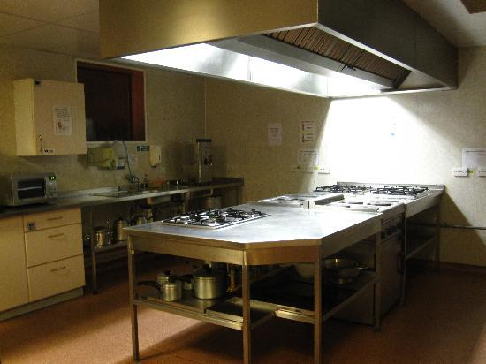 Inverness Youth Hostel: spacious kitchen