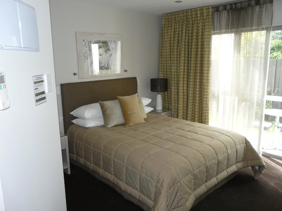 Century Park Motor Lodge: Room