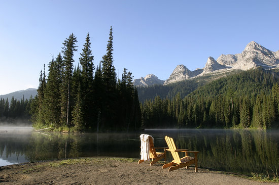 Island Lake Lodge: Relax by the lake