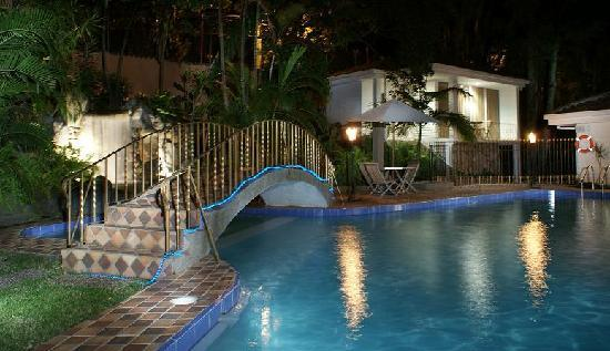 Hotel La Casa Medellin: Pool at Night