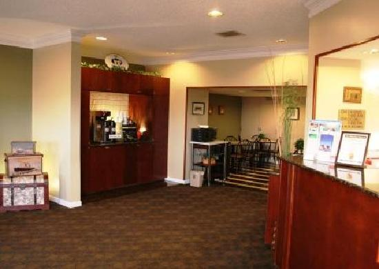 Super 8 Villa Rica: Fresh coffee 24/7 in our lobby