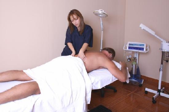Charlies Place Hotel: Relax and enjoy our spa.