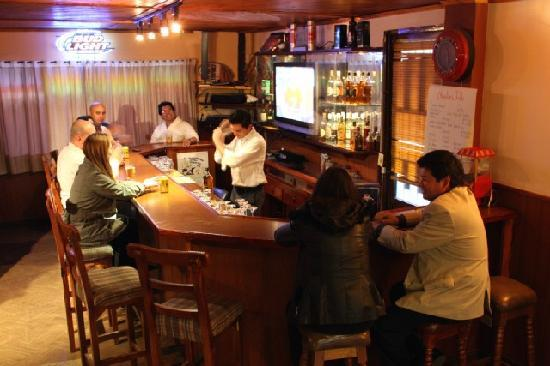 Charlies Place Hotel: Have a beer while enjoying good conversations with other guests.