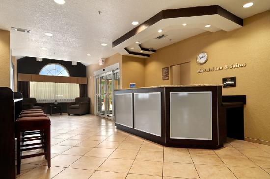 Microtel Inn & Suites by Wyndham Canton: Our Front Desk Associates are ready to assist