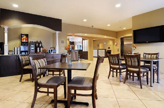 Microtel Inn & Suites by Wyndham Canton: Free Continental Breakfast
