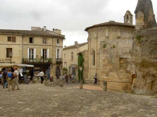 Saint-Emilion Vacations, Tourism and Saint-Emilion, France Travel ...