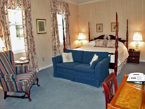 Summerfield Inn - rose Guestroom