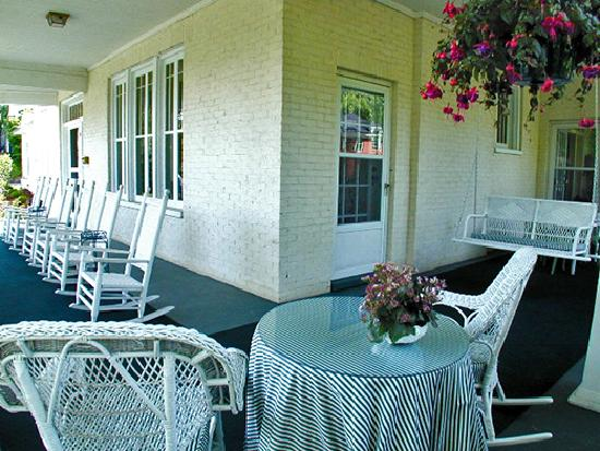 Summerfield Inn - Front Porch