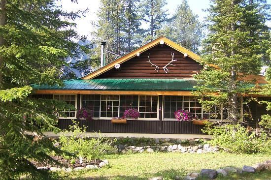 Storm mountain lodge for Lake louise cabin rentals