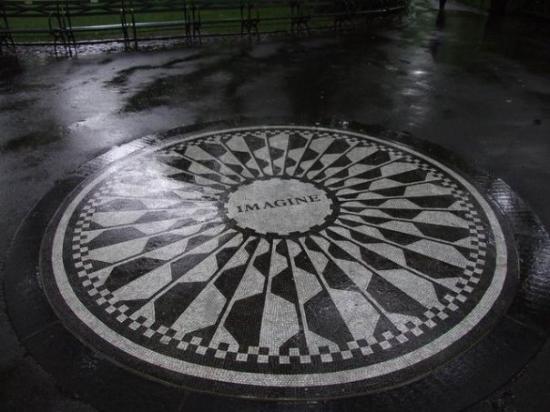 http://media-cdn.tripadvisor.com/media/photo-s/01/81/77/fe/la-dedica-a-john-lennon.jpg