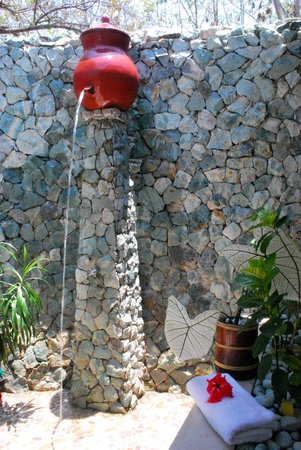 Labuan Bajo, Indonesia: Bathroom cool Shower. In addition to Hot shower.