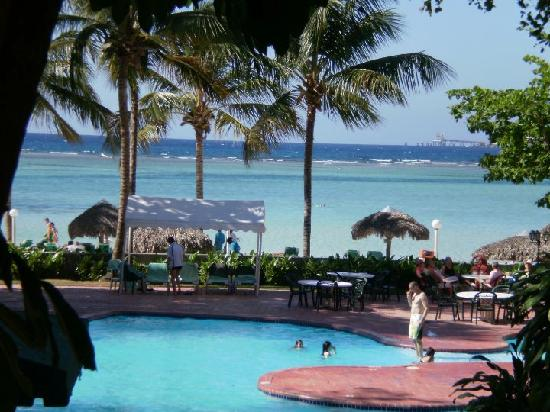 Don Juan Beach Resort: Piscine et plage