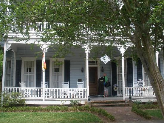 Maison Louisiane Historic Bed and Breakfast: front