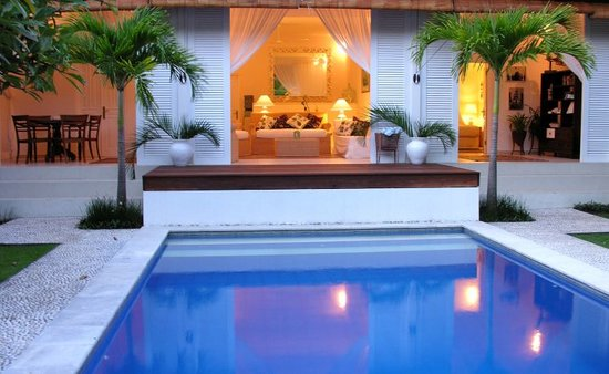 Surf Goddess Retreats - Bali: large cocktail style pool