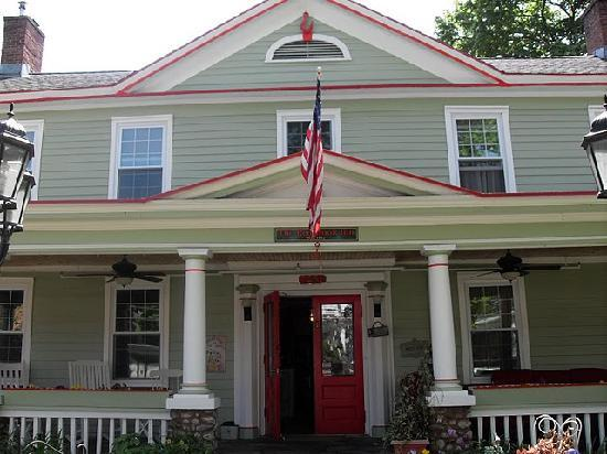 The Red Hook Country  Inn: Red Hook Inn