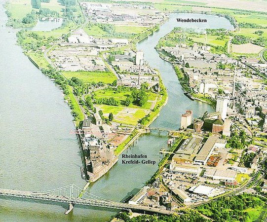 Krefeld, Allemagne : Este rio se chama Rhein. 